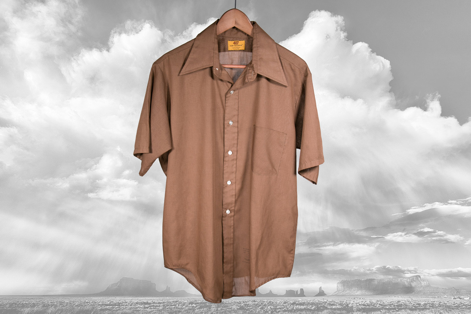 """Vintage 1970's Van Heusen 417 Brown Short Sleeve Button Up Shirt with Pointed Collar - V Taper - 16.5""""- Hipster, Retro, Indie, Rocker, Disco"""
