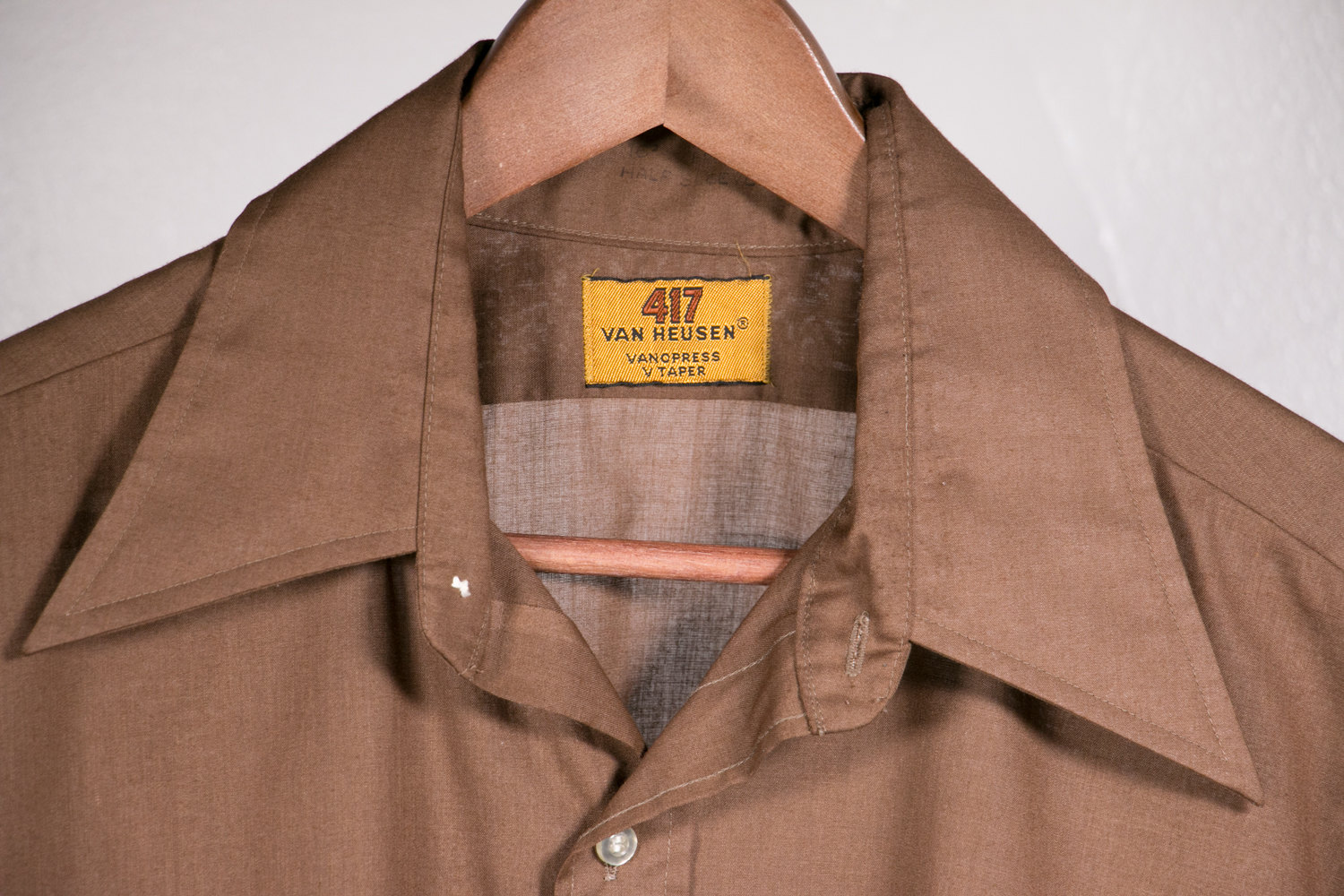 "Vintage 1970's Van Heusen 417 Brown Short Sleeve Button Up Shirt with Pointed Collar - V Taper - 16.5""- Hipster, Retro, Indie, Rocker, Disco"