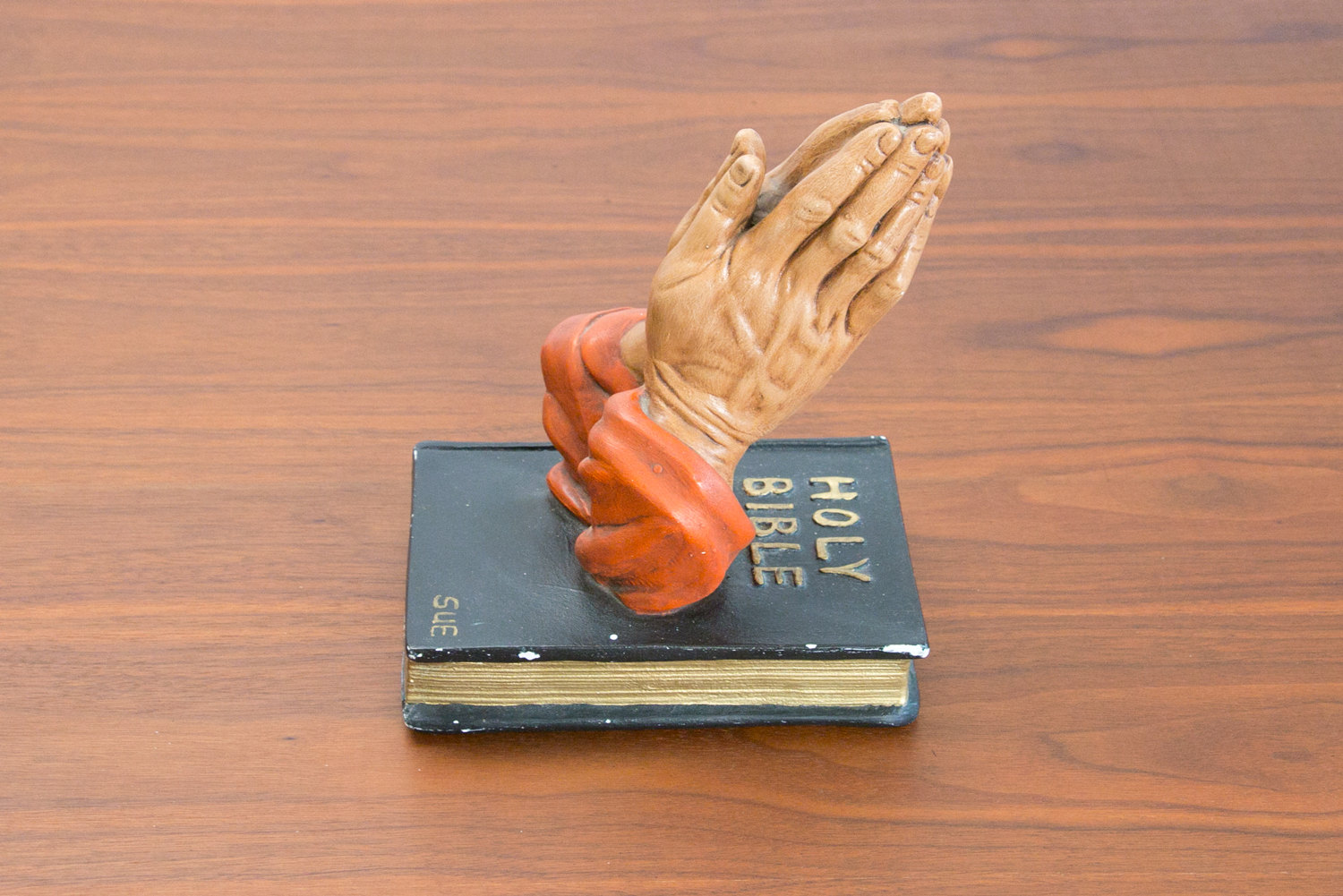 "Vintage Prayer Hands Sculpture, Holy Bible, ""Sue"", Statue - Folk Art, Retro, Religious, Hipster"